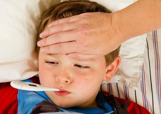 Viêm tiết niệu ở trẻ tiến triển năng sẽ có triệu chứng sốt cao