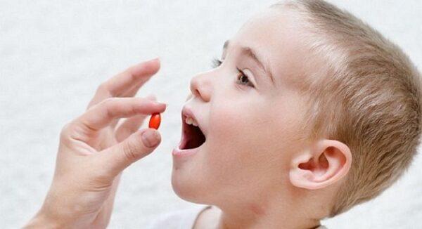 Điều trị viêm viêm tiết niệu ở trẻ bằng thuốc kháng sinh theo sự chỉ định của bác sĩ