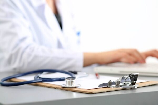 Người bệnh viêm đường tiết niệu uống nước râu ngô nên tham khảo ý kiến của bác sĩ chuyên khoa