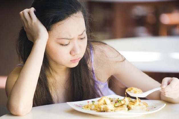 Chán ăn, ăn không ngon là một trong những triệu chứng viêm gan C