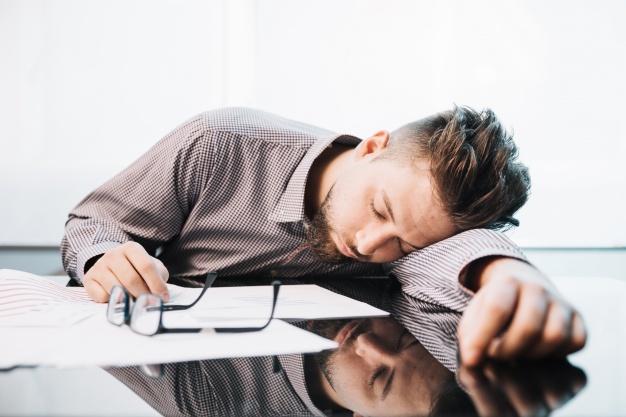 Cơ thể mệt mỏi thường xuyên sẽ làm suy giảm chất lượng và số lượng tinh trùng