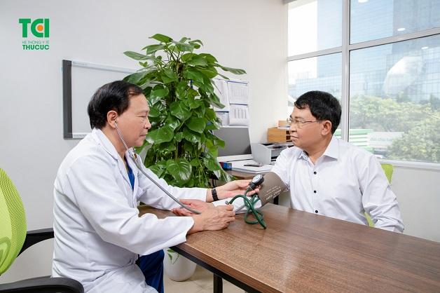 Bác sĩ tim mạch giỏi giúp bạn xử trí hiện tượng tăng huyết áp đột ngột