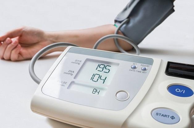 thăm khám sức khỏe định kỳ tránh tăng huyết áp kịch phát