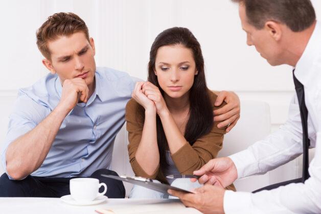 Nhiều cặp vợ chồng hiếm muộn tìm đến bác sĩ để kiểm tra chỉ số tinh dịch đồ