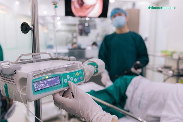 Loại bỏ nỗi sợ đau với phương pháp nội soi không đau ứng dụng bơm tiêm điện tự động