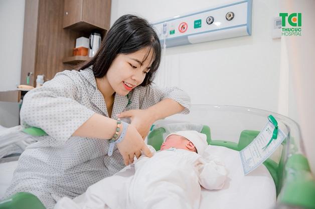 Sau khi sinh thường khoảng 6 tuần chị em có thể đặt vòng tránh thai