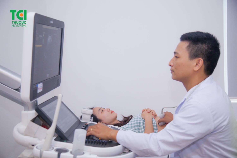 Việc khám thai và siêu âm tuần 12 sẽ giúp bác sĩ đánh giá được sức khỏe thai kỳ và tình trạng của thai nhi.