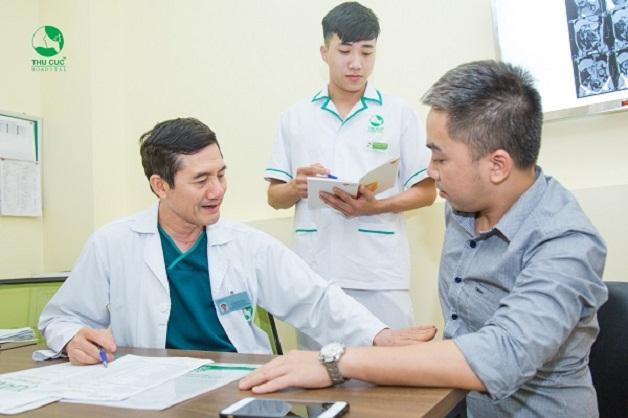 Điều trị sỏi thận xuống đường tiết niệu cần căn cứ vào vị trí, số lượng, kích thước sỏi và tình trạng sức khỏe người bệnh