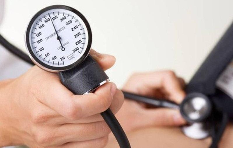 Tăng huyết áp đột ngột là tình trạng huyết áp tăng cao và đột ngột, có thể dẫn đến đột quỵ, tử vong