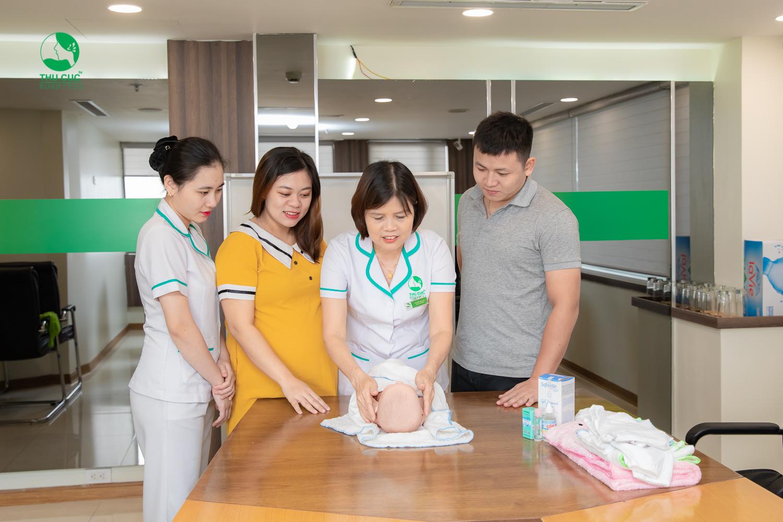 Lớp học tiền sản trong gói thai sản trọn gói giúp cung cấp kiến thức, kỹ năng nuôi con