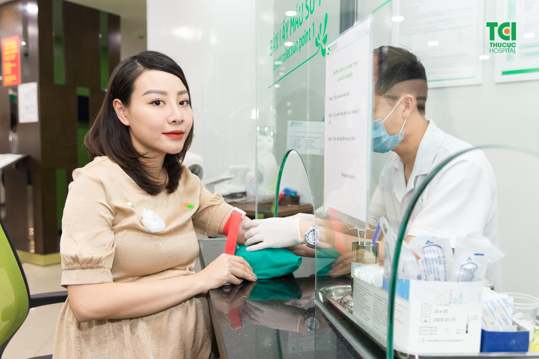 Double test (hay còn gọi là xét nghiệm bộ đôi) là một xét nghiệm máu của mẹ, khi kết hợp với kết quả độ mờ da gáy thai nhi sẽ giúp bác sĩ xác định được những nguy cơ dị tật thai nhi.